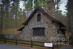 NH, gatehouse at Castle in the Clouds.