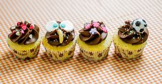 Nas festas de aniversário, os cupcakes fazem sucesso não só por causa do sabor, mas também porque ajudam a compor a decoração da comemoração. A seguir, a confeiteira Julia Zinn, da Luana Davidson Confeitaria(www.confeitariadaluana.com.br), ensina passo a passo como fazer decorações do bolinho que agradam meninos e meninas | Por Camila Dourado - Do UOL, em Londres