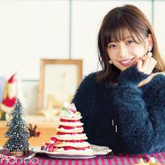 """胸が高鳴るクリスマス。それは、SNSを華やかに盛り上げるチャンスでもある! 簡単だけどパーティー映え確実なスイーツを披露して、みんなの""""いいね""""をGETしよ♡ Beauty Skin, Hair Beauty, Angora Sweater, Japan Girl, Japanese Beauty, Asian Woman, Pretty Girls, Christmas Ornaments, Holiday Decor"""