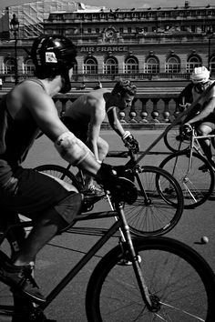Parisian Bike Polo Thats right a bunch of sweaty dudes on bikes roughing each other up playing polo in Paris. Come and get it ladies Photo By: Timothy OMalley Bike Machine, Urban Cycling, Air France, Keep Fit, Aesthetic Fashion, Easy Weight Loss, Get In Shape, Parisian, The Dreamers
