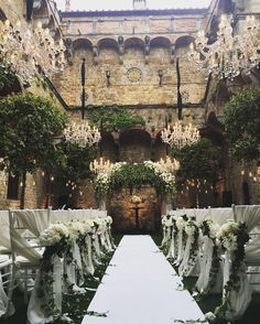 Today the enchanted castle of @vincigliata Roman and Emma and their three beautiful children had a touching ceremony. I will never forget this wedding. Thanks to the fabulous Gianni from @tuscanyflowers and Marcello from @almaproject to make this dream vision a reality. Catering @galateoricevimenti #weddingintuscany #vincigliata #weddingitaly #castlewedding #weddinginspiration #italianwedding #luxurywedding #weddingdream #creativeweddings #tuscanyflowers #destinationwedding…