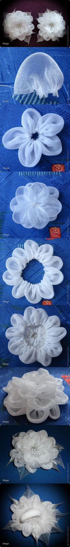 DIY Fabric Lust Flower DIY Projects This would be so cute for a hair pin! Ribbon Art, Fabric Ribbon, Ribbon Crafts, Flower Crafts, Fabric Crafts, Cloth Flowers, Felt Flowers, Diy Flowers, Fabric Flowers