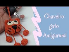 Chaveiro Gato Amigurumi - YouTube Crochet Animals, Crochet Toys, Crochet Baby, Crochet Dolls Free Patterns, Crochet Designs, Crochet Keychain, Crochet Earrings, Small Crochet Gifts, Amigurumi For Beginners