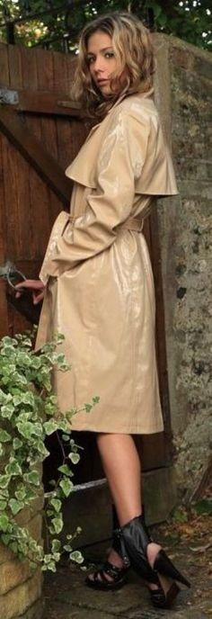 Raincoats For Women Posts Green Raincoat, Pvc Raincoat, Hooded Raincoat, Rain Fashion, Rain Jacket Women, Langer Mantel, Pvc Coat, Textiles, Raincoats For Women