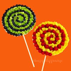 Swirly Pop Fruit Pizzas would be a great addition to any party.---you know, so the kids don't get diabetes at your Candyland party