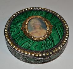 Vintage Antique Cameo Compact Powder Box 800 by HippieOnTheFloor