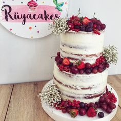 Naked cake with red fruits K rm z meyveli ni an pastas Observe And Report, Small Glass Vases, Pearl Decorations, Marriage Day, Red Fruit, Signature Cocktail, Raisin, Cake Designs, Tart