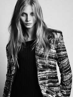 New post on ladydarkglam Anna Selezneva, Black And White Portraits, Beautiful Women Pictures, Portrait Inspiration, Model Agency, Role Models, Fashion Photography, Vintage Fashion, Poses