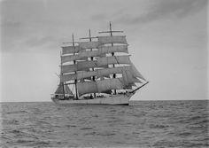 Archibald Russel - SLV H91.108-1801.jpg