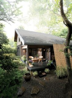 Zen home design - california home or Pacific Northwest home in the rainforest with minimal modern design - modern cottage