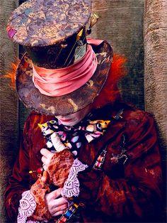 the mad hatter (johnny depp) Costume Designer: Coleen Atwood