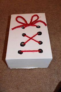 lacer chaussures à partir d'une boîte de mouchoirs vide Atendiendo Necesidades: Material TEACCH y otras ideas