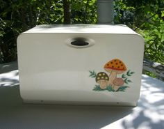 merry mushroom bread bin, would love to have this!