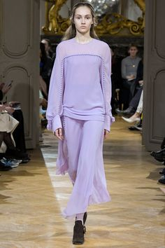 See the complete John Galliano Fall 2017 Ready-to-Wear collection.