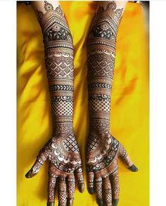 Mehndi Your Teen: Tips On Successfully Fitting In Most teens feel Arabic Bridal Mehndi Designs, Palm Mehndi Design, Mehndi Designs Feet, Mehndi Designs Book, Indian Henna Designs, Legs Mehndi Design, Mehndi Designs For Beginners, Mehndi Designs 2018, Modern Mehndi Designs