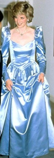 Princess Diana looking very princess-like