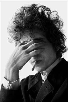 View Bob Dylan Smoking by Jerry Schatzberg on artnet. Browse more artworks Jerry Schatzberg from Nikola Rukaj Gallery. Jerry Schatzberg, Billy The Kid, John Bauer, Idole, Janis Joplin, Music Icon, Soul Music, Art Music, Cultura Pop