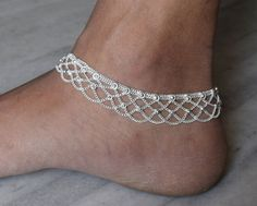 This listing is for a lovely silver plated Ankle bracelet. The anklet measures approximately 25cm or 10 inch   Beautiful Anklet made of gorgeous
