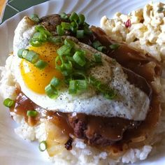 The Adventures of Kitchen Girl: Hawaiian Loco Moco oh man I miss Hawaii!! Oh the Mac salad I'm drooling.