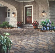 Choose Eminent Construction in Los Angeles to get the driveway design ideas and to install pavers driveway to enhance the exterior look of your property. Belgard Pavers, Low Maintenance Yard, Patio Grande, Paver Designs, Front Door Colors, Front Doors, Garden Show, Paving Stones, Backyard Landscaping