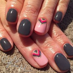 I like the grey nails. Not so keen on the pink nail I like the grey nails. Not so keen on the pink nail – Glitzernde Nägel Gorgeous Nails, Pretty Nails, Pretty Makeup, Ten Nails, Shellac Nails Fall, Glitter Nail Polish, Glitter Makeup, Gel Polish, Gray Nails