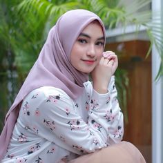 Beautiful Hijab, Beautiful Women, Muslim Beauty, Abaya Designs, Hijab Chic, Girl Hijab, Pashmina Scarf, Blonde Beauty, Muslim Women