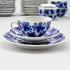 Swedish Interior Design, Swedish Decor, Swedish Interiors, Porcelain Ceramics, Ceramic Pottery, Blue And White Dinnerware, Serveware, Tableware, Vintage Dishware