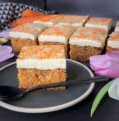 Saftig gulrotkake i langpanne Food N, Food And Drink, Danish Dessert, Cake Recipes, Dessert Recipes, Norwegian Food, Norwegian Recipes, Baking And Pastry, No Bake Desserts