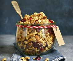 Σπιτική granola χωρίς ζάχαρη | Συνταγή | Argiro.gr - Argiro Barbarigou Healthy Sweets, Healthy Eating, Healthy Foods, Food Categories, Granola, Sugar Free, Cereal, Oatmeal, Vegan Recipes