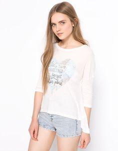 Bershka España - Camiseta BSK estampada flores y texto