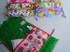 23 cm x 40 cm * Necessaire para higiene bucal. Girl Scouts, Sewing Hacks, Patches, Crochet, Projects, Christmas Stars, Towel Crafts, Diy And Crafts, Cute Art