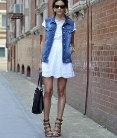 Colete jeans + vestido branco