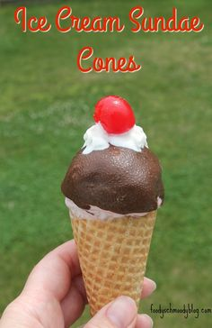ICE CREAM SUNDAE CONES   -  No need to worry about deciding between having a sundae or a cone; these delicious summer treats have the best of both worlds!   #SoHoppinGood  #TopYourSummer #ad