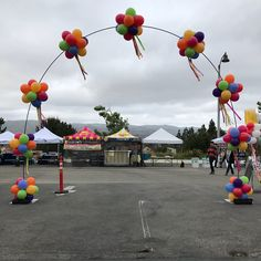 Cluster balloon arch for the 2018 Simi Valley Street Fair #simivalley #simivalleyballoons #simivalleychamber #simivalleystreetfair #funzone #balloons #ballooncolumns
