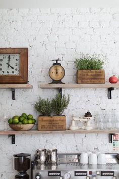 Vintage Decor Rustic Exposed Brick Makes a Natural Statement Wall - Vintage kitchen decor ideas help you to get a good idea of how to merge classic kitchen design with modern sensibilities. Sweet Home, Kitchen Shelves, Open Shelves, Glass Shelves, Floating Shelves, Wall Shelves, Kitchen Shelf Decor, Bistro Kitchen Decor, Kitchen Clocks