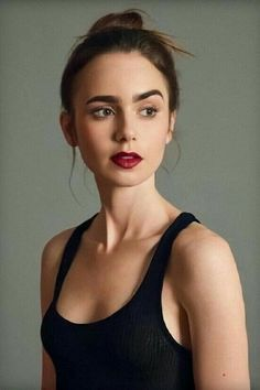 Lily Collins The Beauty. Lilly Colins, Lily Collins Short Hair, Celebrity Moms, Celebrity Photos, Celebrity Style, Celebs, Celebrities, Beautiful Actresses, Cool Hairstyles