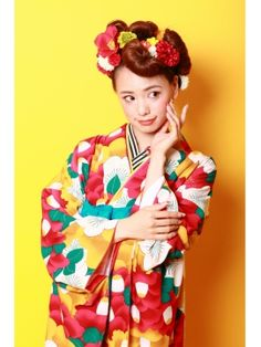 image 271×361 ピクセル Kimono Japan, Japanese Kimono, Japanese Outfits, Japanese Fashion, Modern Kimono, Wedding Kimono, Summer Kimono, Hair Arrange, Coming Of Age