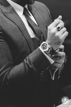 Gentleman way of life Watches Photography, Dark Photography, Dapper Gentleman, Gentleman Style, Beard Suit, Suit Vest, Expensive Suits, Bad Boy Aesthetic, Poses For Men