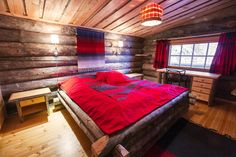 Kakslauttanen offers many unforgettable types of lodging in the Finnish Lapland. From glass igloos to luxurious log cabins, we have it all. Welcome!