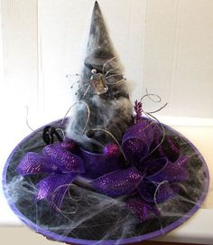 Bling crystal spider on witch hat centerpiece. Samhain Halloween, Halloween Witch Hat, Purple Halloween, Halloween 2017, Halloween Projects, Halloween Cosplay, Holidays Halloween, Happy Halloween, Halloween Decorations