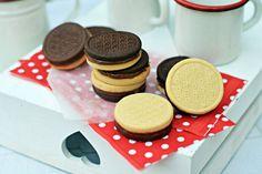 Bögrés pilóta keksz   Rupáner-konyha Party Snacks, Oreo, Biscuits, Food And Drink, Cupcake, Favorite Recipes, Cookies, Baking, Drinks