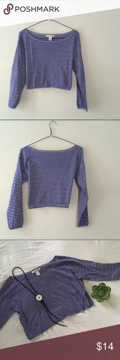 Long Sleeve Crop Top Super cute/perfect for layering or to wear with a vest/100% cotton/long sleeve/GENTLY USED GOOD CONDITION Tops Crop Tops