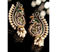 This pair of earring describe elegance and royalty.