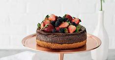 Terminez le repas sur une note gagnante avec ce gâteau au fromage et chocolat de la chocolatière Juliette Brun (de Juliette & Chocolat!). Un dessert savoureux, parfait pour la fête des Mères, Pâques ou un souper romantique de Saint-Valentin! Nutella, Juliette, Cheesecakes, Parfait, Sweets, Spritz Cookies, Candy Bars, Meal, Cheesecake Cake