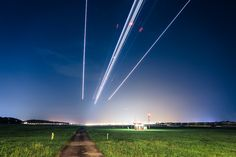 Man made #shootingstars - Long exposure shot of #airplane landing