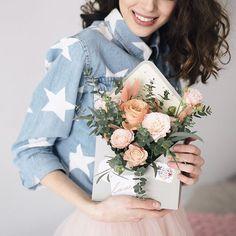 весна в нежнейших её проявлениях🌸💭  как здорово,что теперь инстаграм решил вопрос  с тяжбами выбора одного фото. листаем справа на лево🔛и получаем сразу три🙌🏽 вот такая пятница!  #anflor #anflor_flowerbox  ___________________________________________  studio: @wattsonspace   photo: @30daysoffebruary   flowers: @anflor.by   skirt: @olya_petrochuk_   md: @kotann_0907   mu+h: @sersparkles