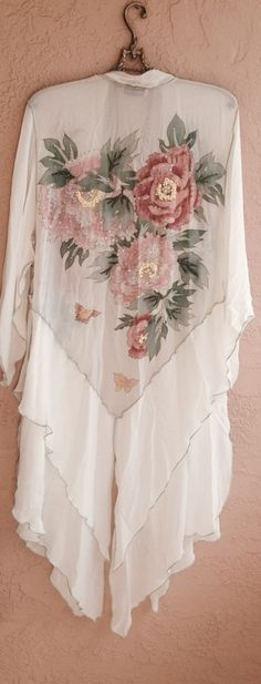 lounge by the seaside with this kimono over your bikini or layer with jeans and boots for a bohemian gypsy goddess look....or twirl around with nothing under for a romantic dreamy feel....