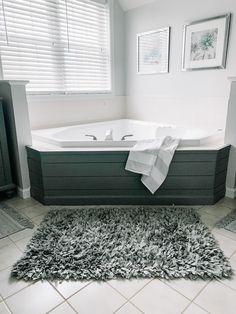 Tile Around Bathtub, Bathtub Tile Surround, Bathtub Walls, Jacuzzi Bathtub, Diy Bathtub, Bathtub Decor, Bathtub Remodel, Master Bathtub Ideas, Bath Tub Surround Ideas