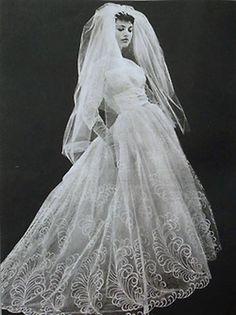 Exquisite 50s bridal gown. #vintagewedding #50swedding #vintagegowns #wedding