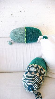 Knitulator sucht #Häkelideen: #Nackenrolle #Häkelnackenrolle #häkeln #Häkelapp www.knitulator.com